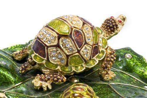 Драгоценная статуэтка в виде черепахи