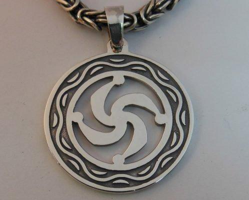 Кулон с изображением символа Рода