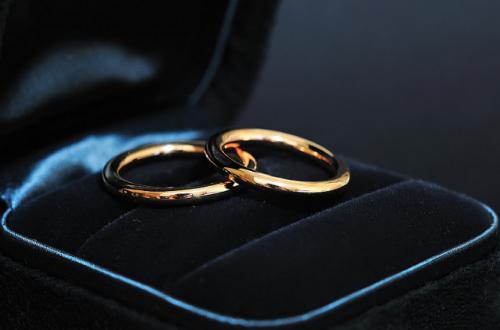 Сильный заговор на любовь (мужчины), на замужество: в новолуние перед сном