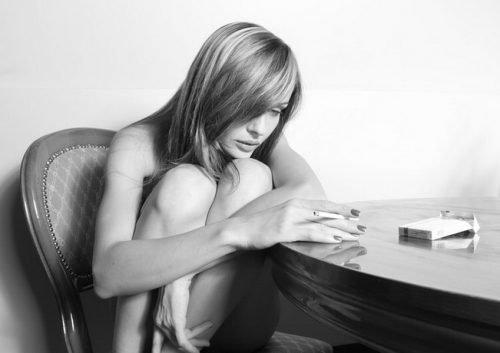 Один из признаков порчи у женщины - появление тоски, печали и страхов