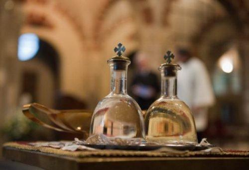 Молитва со святой водой