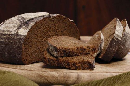 Черный хлеб для защиты от гостей