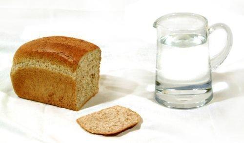 Вода и хлеб для обряда