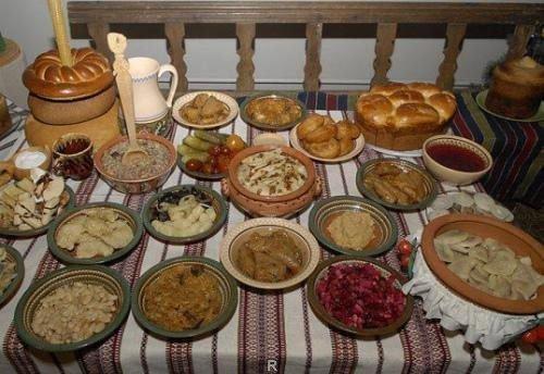 12 рождественских блюд на столе