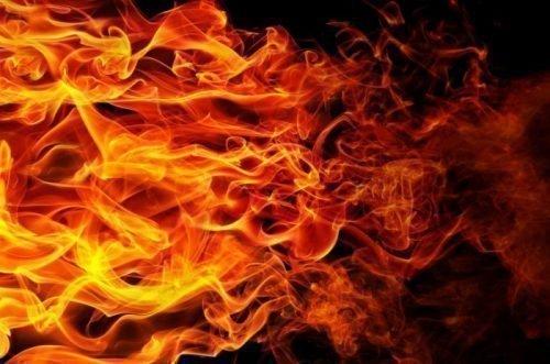 Огонь при ритуале с булавкой