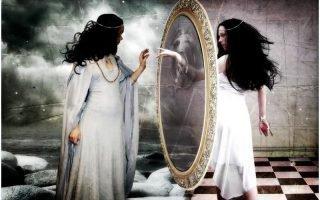 Как действует зловещая магия зеркал на человека: практика ведьмы