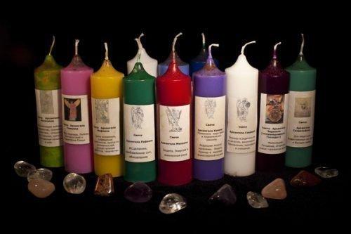 Ритуал на свечах: с зеленой для привлечения денег, с красной на любовь