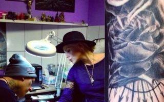 О чем расскажут татуировки на теле Джулии Ванг