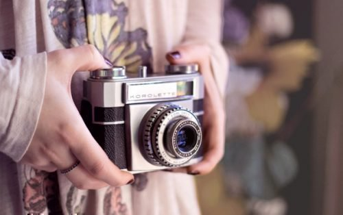 Фотоаппарат в руках
