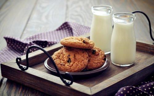 Молоко и пряники