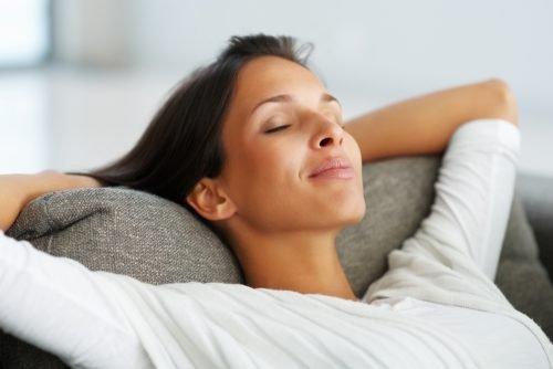 Расслабленная женщина