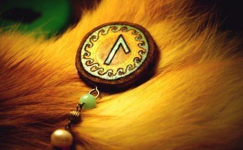 Рунический знак «Лагуз»