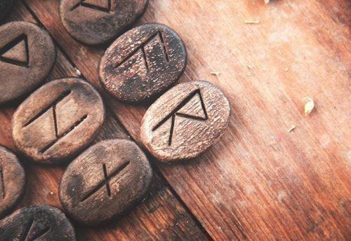 Уны Старшего Футарка: обереги, защита рун, толкование, знаки