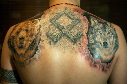 Татуировка рунического символа на мужском теле