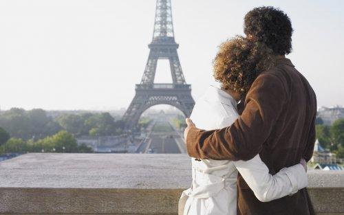 Парень и девушка в путешествии