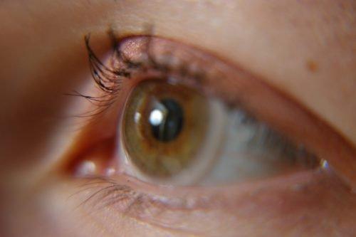 глаз дергается примета