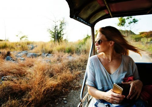 Женщина путешествует