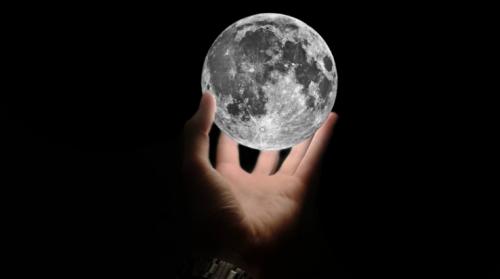 треугольник на холме луны