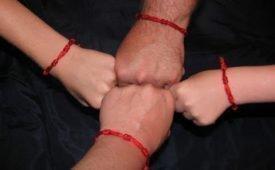 Красная нитка, которую носят на руке православные охрана или суеверие? Можно ли носить ее христианам?