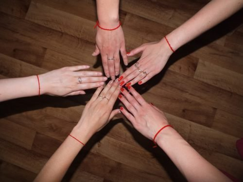Зачем носить красную нить