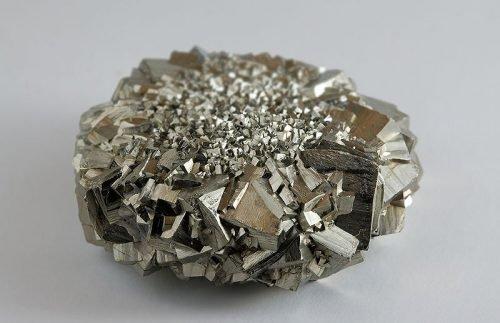 Драгоценный камень пирит
