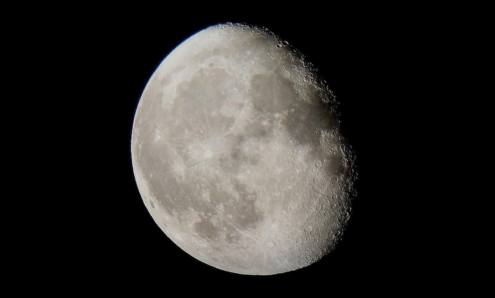 Как читать заговоры на убывающую луну в домашних условиях