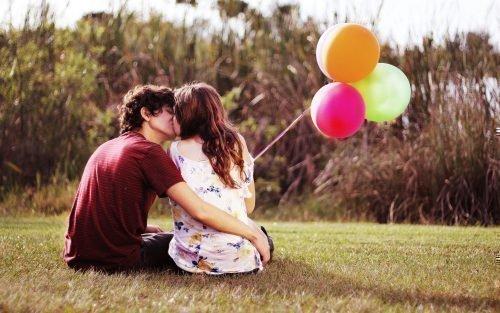Влюбленная молодая пара
