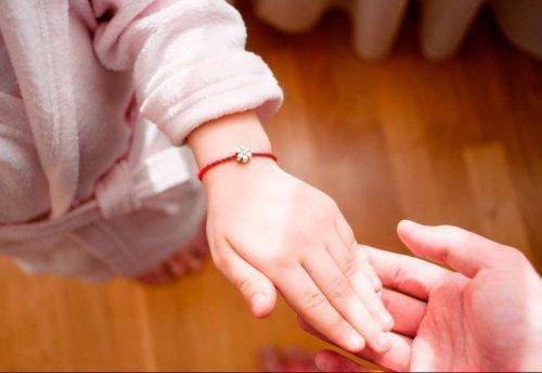 Красная нить у ребенка