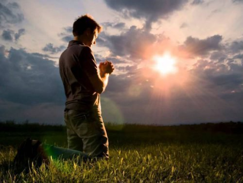 Молитва в поле
