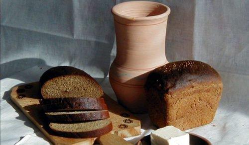 Приворот на деньги с хлебом и водой