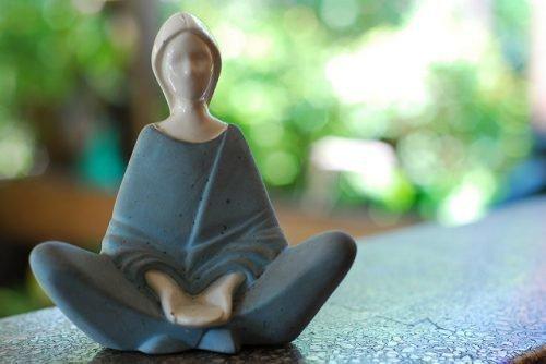 Статуэтка медитации