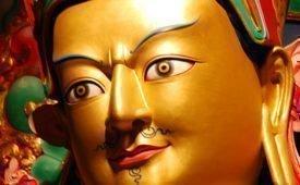 Ка напевают мантру Гуру Ринпоче