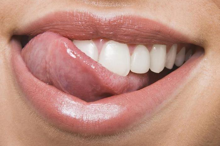 Прикусить язык или губу — примета и толкование