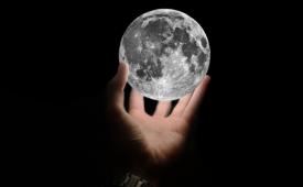 Толкование треугольника на холме Луны